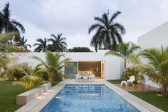 Magnificent House Designed by Augusto Quijano Arquitectos in Yucatan, Mexico Terrace Design, Patio Design, House Design, Terrace Ideas, Contemporary Outdoor Chairs, Contemporary Homes, Merida Yucatan Mexico, Modern Pools, Garden Buildings