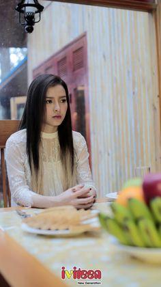"""Phương Trinh Jolie ra MV với nội dung khó hiểu - http://www.iviteen.com/phuong-trinh-jolie-ra-mv-voi-noi-dung-kho-hieu/  Phương Trinh Jolie ra mắt MV """"Mất"""" được thực hiện tại thành phố Đà Lạt.    Mới đây, Phương Trinh Jolie vừa ra mắt khán giả album """"Hồi ức M&N"""" cùng MV """"Mất"""" sau những sản phẩm âm nhạc khoe vũ đạo bốc lửa.    """"Hồi ức M&N"""" gồm 2 c"""