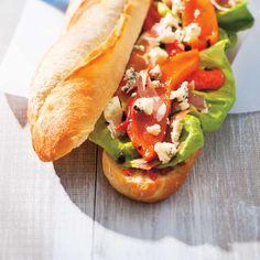 Sundried Tomato and Prosciutto Baguette Prosciutto Crudo, Baguette Bread, Ricardo Recipe, Paninis, Croissants, Bruschetta, Lettuce, Ham, Sandwiches
