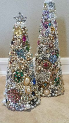 christmas tree pictures Vintage jeweled trees made by me Cheryl M July 2015 Costume Jewelry Crafts, Vintage Jewelry Crafts, Vintage Jewellery, Silver Jewellery, Antique Jewelry, Jeweled Christmas Trees, Cone Christmas Trees, Vintage Christmas, Christmas Crafts