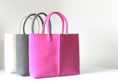 Elegant and Casual are the two main features of this bag. With its simple lines and rich details, the bag Lefrac, thanks to its bright colors, is a unique item for those who want to stand out for style and elegance. The bag is large and lightweight, soft to the touch and durable, suitable for carrying everything in your everyday life; Furthermore its classic design will keep this bag current year after year.  The 3 mm felt is made of 90% wool and 10% cotton. This kind of felt is softer and…