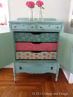 The Shabby Chic décor style popularized by Rachel Ashwell and Arhaus seeks to have an opulent vintage look. Shabby Chic furniture is given a distressed look by covered in sanded milk paint. The whole décor style has an intriguing flea market look. Shabby Chic Dresser, Shabby Chic Furniture, Decor, Furniture Diy, Furniture, Furniture Fix, Furniture Inspiration, Redo Furniture, Refinishing Furniture