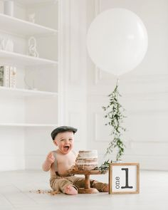 minimalistic setup for cake smash session for boys. love the outfit Simple First Birthday, Baby Boy 1st Birthday Party, 1st Birthday Photoshoot, One Year Birthday, 1st Birthday Cake Smash, Birthday Ideas, Birthday Gifts, Cake Smash Outfit Boy, Baby Cake Smash