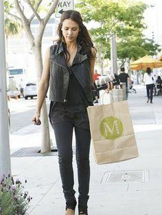 Jessica Alba- black leather vest, black skinny jeans
