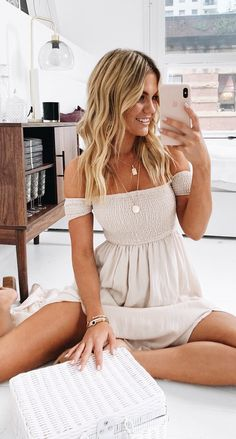35 Comfy Casual Spring Outfits For Women - - 35 Comfy Casual Spring Outfits For Women Source by thepinmag Cute Summer Outfits, Spring Outfits, Trendy Outfits, Summer Casual Dresses, Summer Outfits Women Over 30, Beautiful Summer Dresses, Best Summer Dresses, Mode Outfits, Fashion Outfits