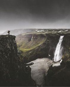 📷: @bensimonrehn Spectacular shot of the Hàlifoss waterfall, Iceland. #visualsofearth #visualsofearth