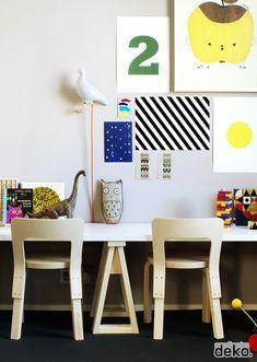 Make your own nursery furniture DIY: Small trestle legs, via Scandinavian Deko Bureau Simple, Simple Desk, Kids Corner, Kid Desk, Workspace Design, Kids Workspace, Deco Design, Design Design, Nursery Furniture