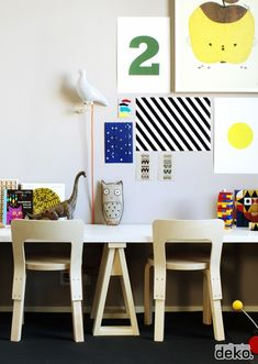 Adorable kids room!  Hang educational posters in a fun way. DIY: Small trestle legs - desk ideas