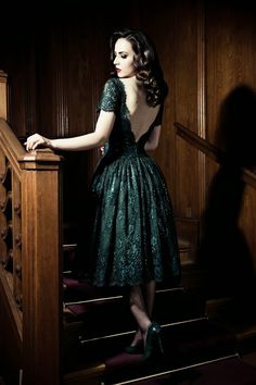 Idda van Munster. dark evergreen (?) forest green (???) lace and jewel dress. open v back and full skirt
