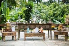 Mesa de doces em madeira para chá de bebê com tema Woodland.Foto: Leticia Umbelino Fotografia