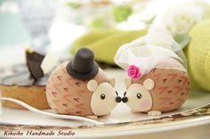 Super Cute hedgehog wedding cake topper by Kikuike Handmade Studios - see more at www.crazylilweddings.com