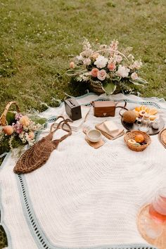 Crochet Circles, Crochet Round, Easy Crochet, Picnic Date, Fall Picnic, Crochet Blanket Patterns, Crochet Afghans, Crochet Blankets, Crochet Pattern