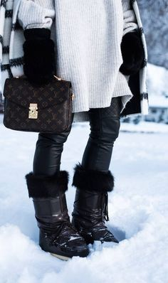 Valigia per la settimana bianca: Ecco qualche consiglioValigia per la settimana bianca: Ecco qualche consiglioJack Wolfskin Bommelmütze Snow Fashion, Fashion Boots, Winter Fashion, Women's Fashion, Apres Ski Party, Snow Outfit, Louis Vuitton, Cooler Look, Ski Boots
