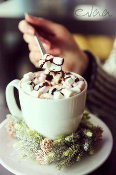 Hot chocolate with marshmallow in EVAA Cocktailbar Bad Oeynhausen Germany
