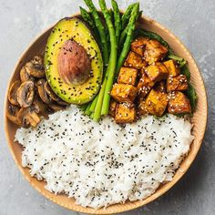 Who wants this bowl for dinner? I'm having something similar today, although not as neatly arranged haha. Featuring fluffy Basmati rice, mushrooms cooked in tamari, avocado, asparagus and tofu. To make the tofu, I first of all cooked it in the air fryer at 200 decrees C/390 F for around 5 minutes. I then added it to a non-stick frying pan together with 2 tbsp tamari, 2 tbsp rice vinegar, 3 tbsp water, and 1 tsp corn starch, and cooked that on a low-medium heat for around 2-3 minutes to allow…