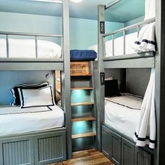 Space-Saving Bunk Bed Design Ideas You'll Want to Steal. Would this work for guest room? 2 of my own kids + 1 friend x son = Corner Bunk Beds, Bunk Beds Built In, Bunk Beds With Stairs, Cool Bunk Beds, Kids Bunk Beds, Sharing Bed, Bunk Rooms, Bedrooms, Loft Spaces