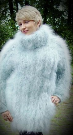 Free Knitting and Crochet Patterns Fluffy Sweater, Mohair Sweater, White Sweaters, Wool Sweaters, Gros Pull Mohair, Thigh High Leg Warmers, Fox Fur Coat, Lion Brand Yarn, Sweater Outfits