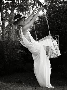 Sin lugar a dudas nos hemos enamorado de los vestidos de Rime Adoraky , esta diseñadora francesa nos ha cautivado tanto como en su momento l...