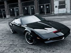 The car used as KITT in the series was a customized 1982 Pontiac Trans-Am sports model, that cost US$100,000 to build.