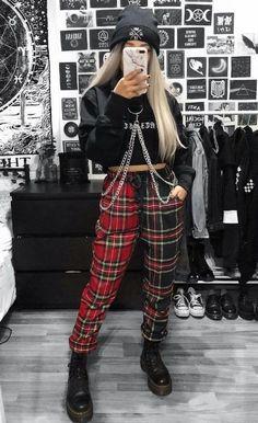 25 Fashion Grunge To Wear Asap # punk Fashion 25 Fashion Grunge To Wear Asap Punk Outfits, Hipster Outfits, Mode Outfits, Girl Outfits, Fashion Outfits, Cute Grunge Outfits, 90s Outfit, Mode Emo, Mode Punk