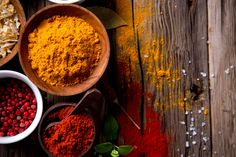 10 gourmet seasoned salts and spice mixes to make at home Easy Dry Rub Recipe, Dry Rub Recipes, Superfood, Chocolate Mint Plant, Cooking Restaurant, Mint Plants, Chef Work, Seasoned Salt, Curry Powder