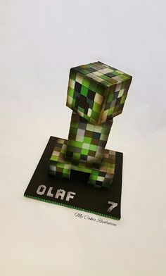 CREEPER cake for Olaf who is a fan of Minecraft games . Cake , at 42 cm high, which was a lot of fun 😃 Bolo Minecraft, Minecraft Birthday Cake, Minecraft Games, Minecraft Party, Little Boy Cakes, Cakes For Boys, Creeper Cake, Gravity Cake, Family Cake