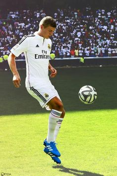 Here we go! Tony kroos is officialy a realmadrid player!!