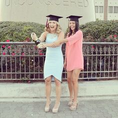 I need this college graduation picture with my bestie