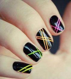 Cómo pintar líneas rectas y cuadros en las uñas
