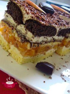 Składniki: Składniki na biszkopt: 6 jajek 3/4 szklanki cukru niepełna szklanka mąki pszennej tortowej 6 łyżek mąki ziemniaczanej 1 łyż...