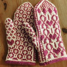 Knit Mittens, Knitted Gloves, Knitted Shawls, Knitting Socks, Knitting Stitches, Knitting Patterns Free, Knit Socks, Wrist Warmers, Hand Warmers