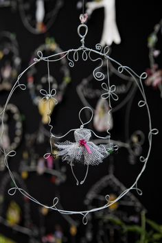 40 DIY Wire Art Examples which will Leave you Speechless Suncatchers, Wire Wrapped Jewelry, Wire Jewelry, Jewellery, Wire Crafts, Diy And Crafts, Craft Projects, Projects To Try, Art Du Fil
