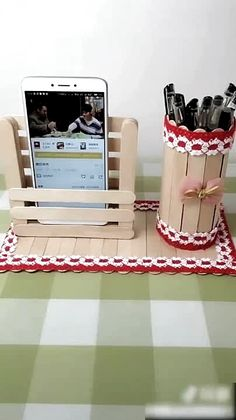 Craft Stick Projects, Diy Popsicle Stick Crafts, Diy With Popsicle Sticks, Pop Stick Craft, Craft Sticks, Diy Home Crafts, Crafts To Do, Crafts For Kids, 5 Minute Crafts Videos