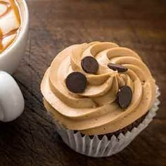Coffee Cupcakes, basic recipe to prepare Coffee Cupcakes step by step and in a simple way. Decoration of cupcakes with buttercream frosting of coffee. Buttercream Frosting For Cupcakes, Cookie Frosting, Chocolate Frosting, Cupcake Cookies, Chocolate Desserts, Köstliche Desserts, Delicious Desserts, Tortas Light, Healthy Cupcakes