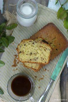 Pane, burro e alici: Plumcake con yogurt greco e cioccolato