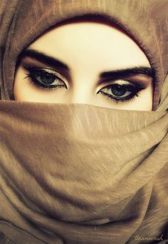 The sun doesn't loose its beauty when covered by the sun. The same way your beauty doesn't fade by being covered by hijab. Arab Women, Arab Girls, Muslim Girls, Beautiful Muslim Women, Beautiful Hijab, Beautiful Eyes, Arabian Eyes, Arabian Beauty, Hijabi Girl