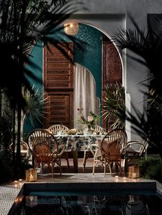 If you fancy a little bit of Moroccan oasis magic in your own backyard, it's not as difficult as you think. Just add a few design touches. Patio Interior, Restaurant Interior Design, Interior And Exterior, Moroccan Interiors, Moroccan Decor, Hm Home, Eclectic Design, Elle Decor, Arches