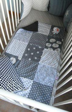 """Couverture/ plaid pour bébé """"patchwork gris"""" personnalisable sur commande"""
