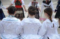 Tata 2017. Böjti karikázó Girls Dresses, Flower Girl Dresses, Times, Wedding Dresses, Sexy, Fashion, Dresses Of Girls, Bride Dresses, Moda
