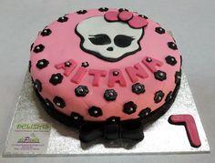 Tarta Infantil en fondant, sin Gluten. Monster High