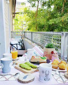 Buenos días!! Ya hace un rato que hemos desayunado, ya sabéis que en este casa somos madrugadores.. pero hoy me tomo todo con calma, hasta IG!!😉 Por cierto... no se que hacer hoy para comer...😱