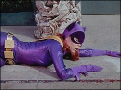 Awesome pics of Yvonne Craig as Batgirl! Batman Show, Batman Tv Series, Batman Robin, Batgirl Pictures, Carnival Girl, Yvonne Craig, Dark Comics, Batman 1966, Films