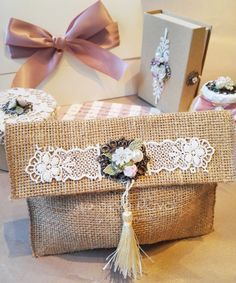 Handmade Envelopes, Handmade Bags, Crafts For Teens, Diy And Crafts, Hessian Crafts, Diy Hammock, Lace Bag, Fabric Gift Bags, Diy Tote Bag