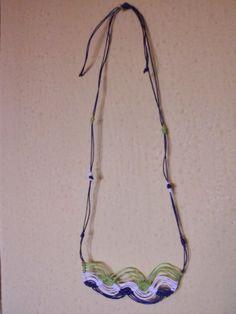 MACRAME é uma técnica de tecer fios que não utiliza nenhum tipo de maquinaria ou ferramenta. É uma forma de tecelagem manual.