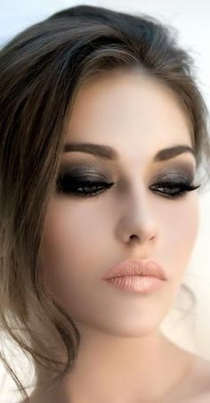 eyes being the most salient feature of the face need more attention in make up. you can easily enhance your eyes by by doing smokey eye make up. Sexy Eye Makeup, Black Eye Makeup, Eye Makeup Tips, Makeup Hacks, Face Makeup, Makeup Geek, Makeup Trends, Glam Makeup, Gorgeous Makeup