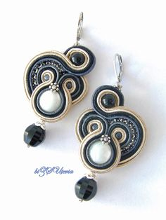 trendy Ideas for embroidery jewelry tutorial soutache earrings Beaded Earrings, Beaded Jewelry, Handmade Jewelry, Bead Embroidery Jewelry, Beaded Embroidery, Tutorial Soutache, Shibori, Soutache Necklace, Kanzashi
