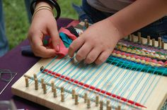 Sally Hagerty taught kids to weave on small looms! | #yorkcounty #agandarttour #sallyhagerty #weaving #fiberarts #art #education