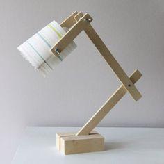dès que j'ai 5 minutes. Diy Luminaire, Diy Lampe, Luminaire Design, Lamp Design, Wooden Floor Lamps, Wooden Table Lamps, Wooden Decor, Room Lamp, Desk Lamp