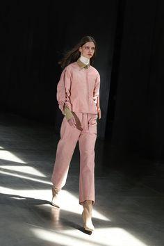 Moisés Nieto #AW21 #MoisésNieto #MBFWMadrid #Fashion #Spain Madrid, Fashion Show, Fashion Looks, My Wardrobe, Wearable Art, Cool Style, Ready To Wear, Fall Winter, Normcore