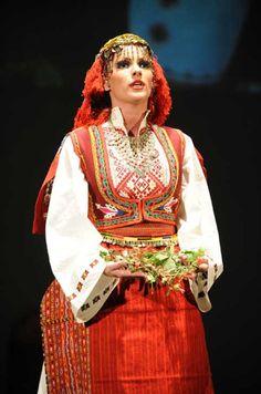 Serbian Peasant Clothing - Sredacka Zupa, Kosovo and Metohija - srpska lutka Tribal Dress, Ethnic Dress, Peasant Clothing, Coloured People, Art Populaire, Europe Fashion, Serbian, Folk Costume, Embroidery Dress
